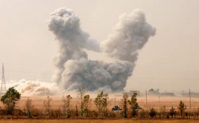 Bom yang di jatuhkan oleh Koalisi  Udara Amerika di Tel Keif, Utara kota Mosul.