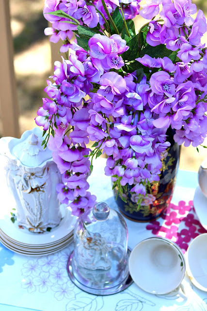 athomewithjemma.com, vase, cobalt, blue, vintage, table, setting, homemaker, home, homemaking, motherhood, woman