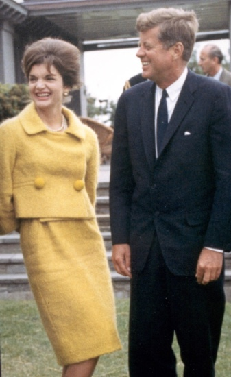 Jackie Kennedy Whitehouse 1960s suit