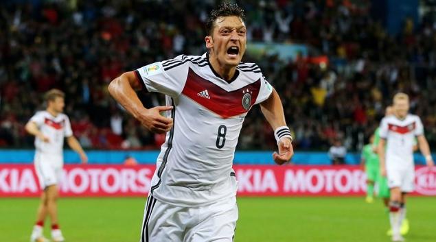 Mesut Ozil, Jerman