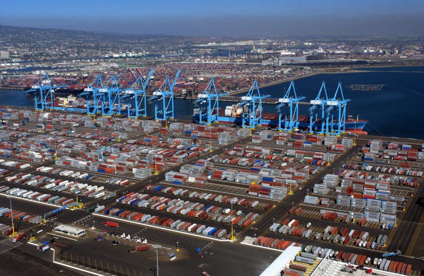 Los congestionados puertos de Los Ángeles y Long Beach luchan contra un importante brote de Covid