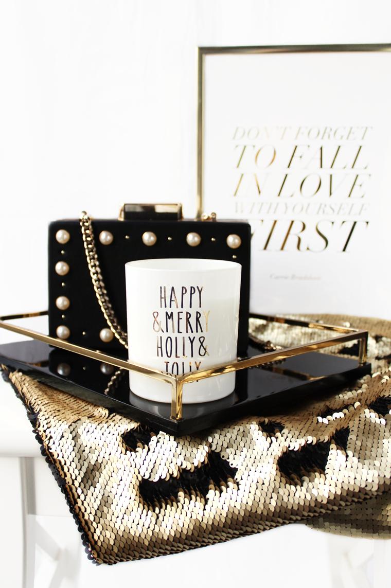 Nowości w mojej garderobie i nie tylko Czarna taca ze złotymi elementami + świąteczna świeca zapachowa H&M Home