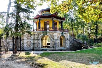 Ailleurs : Pavillon Chinois du Parc de Cassan, vestige exotique d'un ancien parc à fabriques du XVIIIème siècle - L'Isle-Adam