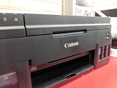impresora canon negra con logo