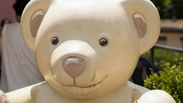 Places to Visit in Zurich in One Day with a ZVV Day Pass: Teddy Bear statue outside of Bakery Conditorei Stocker