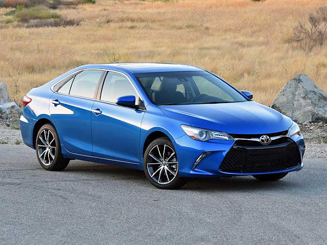 The Spousal Report: Should you wait for the redesigned 2018 Camry, or get a great deal on the outgoing 2017 Camry?
