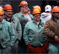 Pengertian Pekerja Kerah Putih dan Kerah Biru, serta Perbedaannya
