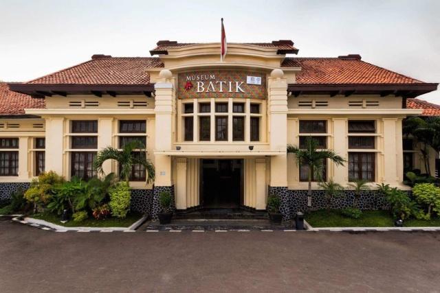 Menikmati Wisata Batik