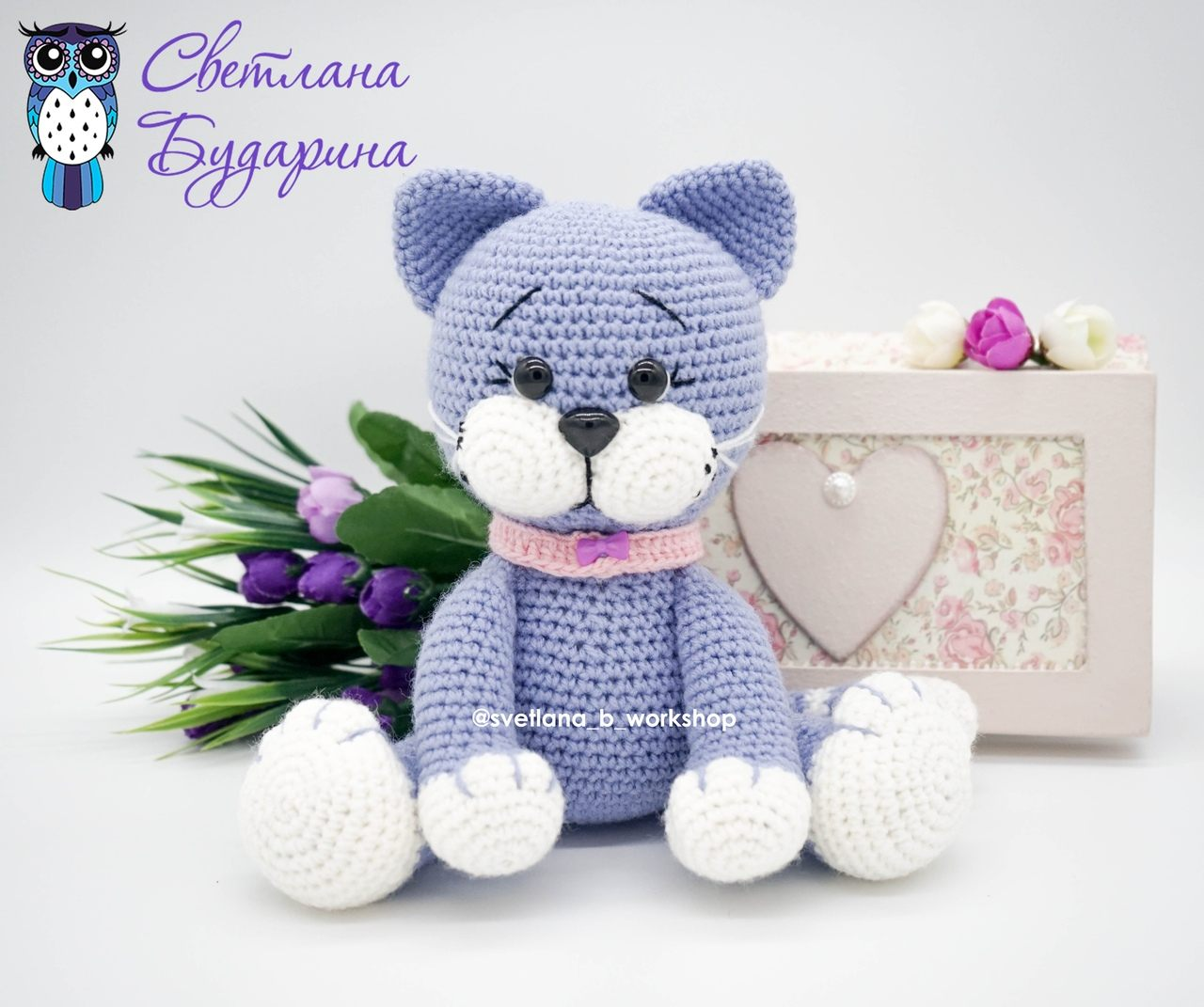 Knitted amigurumi kitten