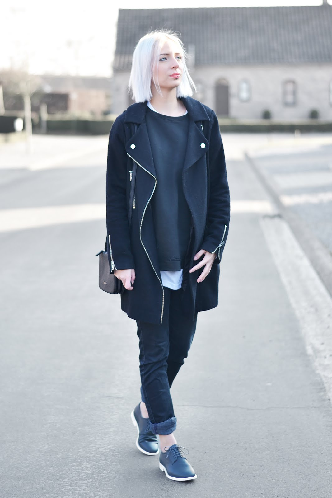 All black outfit, liu-jo anna bag, trio bag, duifhuizen, street style, belgian fashion blogger, belgische mode blogger, cos shoes, white sole, asos coat, zara sweater