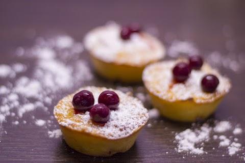 Könnyű, cseresznyés túrómuffin: ebbe a mennyei sütibe alig kell liszt
