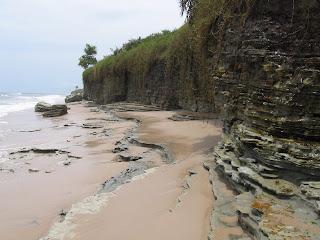 Falaise de l'Eco-Village d'Enamino au Gabon