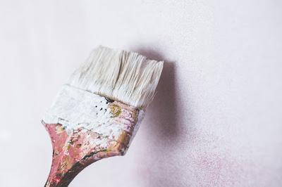 pennello-tinteggiatura-parete-intonaco