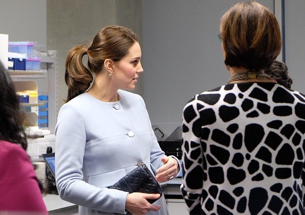 Duchess wore the Seraphine Florrie Dress and Seraphine Natasha Coat, She first wore it in 2015 when she was expecting Princess Charlotte