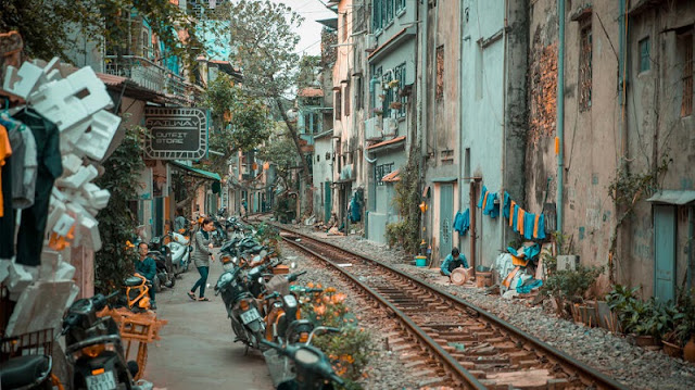 "CNN tips about Hanoi's ""Train Street"""