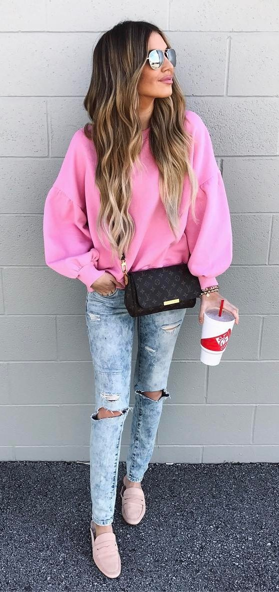 pretty cool outfit idea: pink top + rips