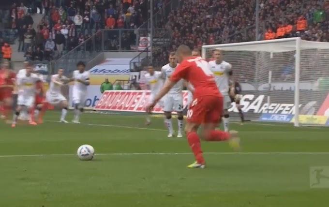 Hơn 3 triệu lượt xem cú đá phạt thảm họa của Podolski
