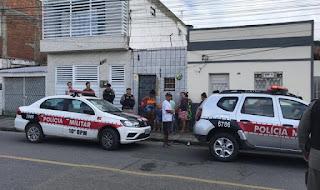 Homem é morto por vizinho com tiro na cabeça após discussão