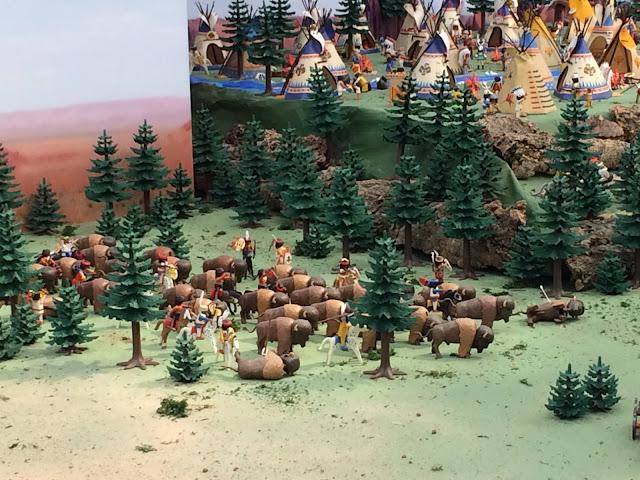 Diorama del oeste americano con figuras de playmobil