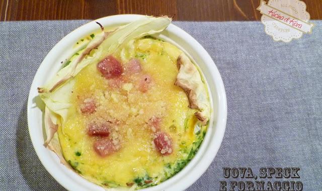 Uova, speck e formaggio in foglie di verza