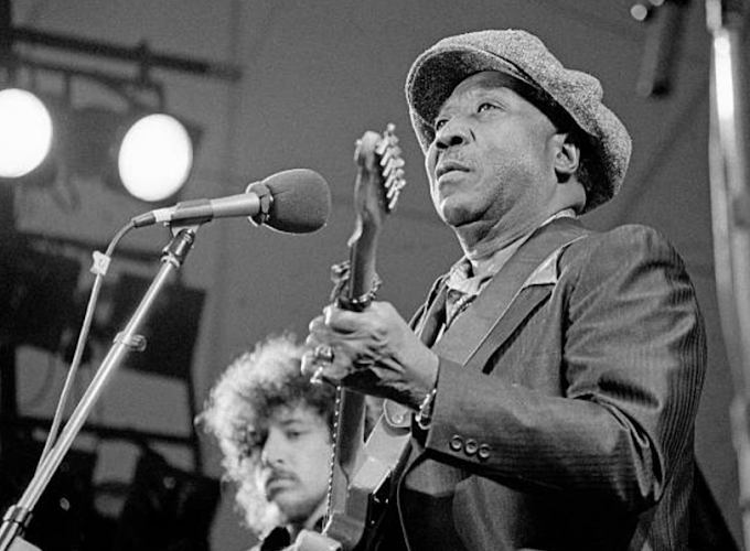 "Muddy Waters, ""Rollin' Stone""- Live"