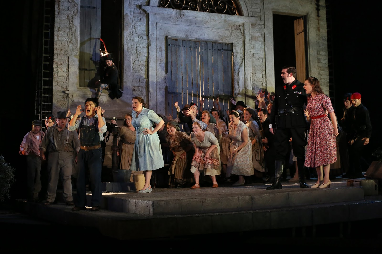 Nemorino (Sehoon Moon), Giannetta (Carrie-Ann Williams), Belcore (Matthew Durkan), Adina (Benedetta Torre) and Glyndebourne Chorus