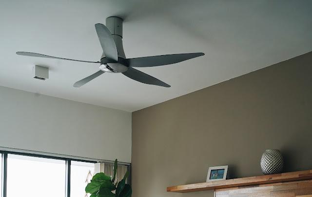 Angled fan blades on a ceiling fan.