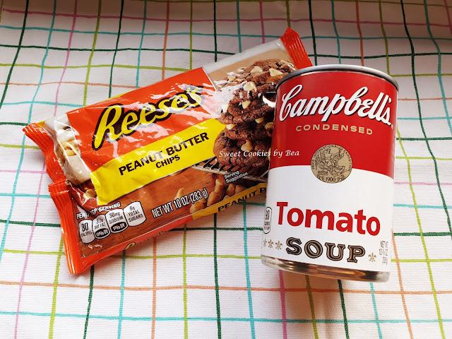 Bundt cake semintegral de sopa de tomate muy bien acompañado