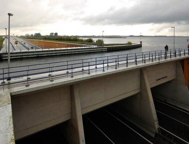 Cầu nước Veluwemeer - Hà Lan
