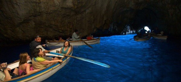 Blue Grotto, Gua Air Dengan Warna Biru Spektakular
