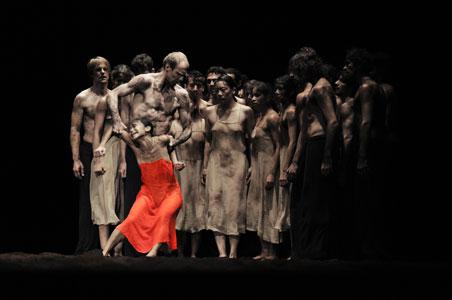 """Resultado de imagem para """"A Sagração da Primavera"""", por Pina Bausch"""