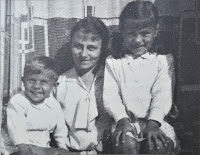 Krystyna Wartanowicz z Anulką i Jerzykiem - lata 30' XX w.