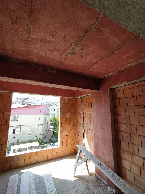 betokontak beton brüt astarı çekilmiş bir tavan