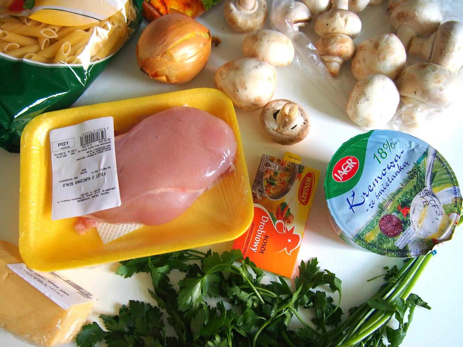Makaron z kurczakiem i sosem śmietanowym