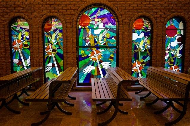 藤城清治美術館 教会 ステンドグラス