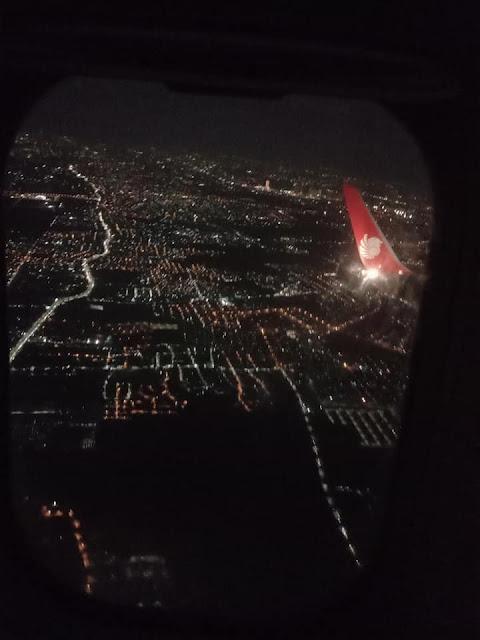 jalur lampu jalan dari ketinggian pesawat