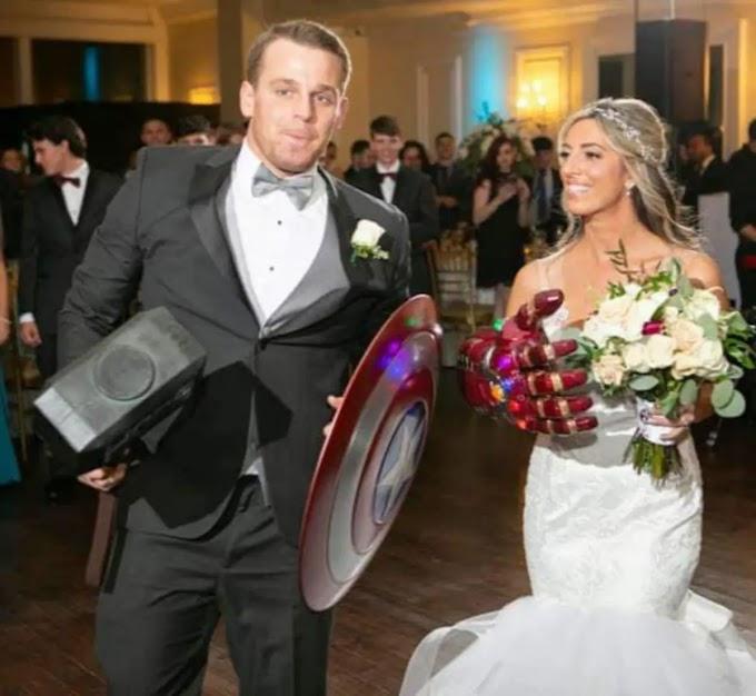 新郎新婦、アセンブル‼️、マーベル大好きカップルの交際が晴れて、エンドゲーム💕にたどり着いた結婚式の入場の写真‼️🎉😄