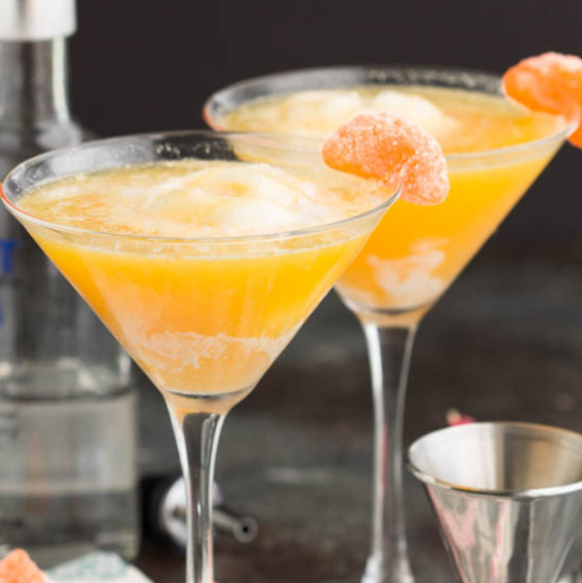 Dreamsicle Martini Recipe #drink #cocktails