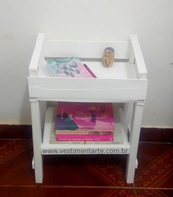 mesa de cabeceira branca quarto