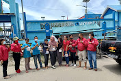 Partai PSI Sintang Bagikan Rice Box Kepada Warga Yang Terdampak COVID-19