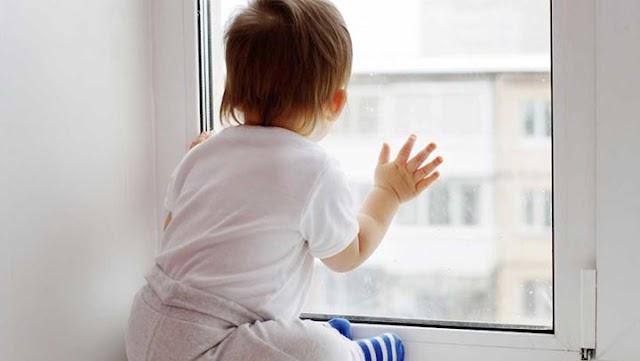 Τα επικίνδυνα αντικείμενα για ένα μικρό παιδί στο σπίτι