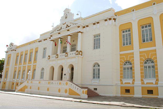 http://www.blogdofelipeandrade.com.br/2017/06/ex-prefeito-de-caapora-esta-na-lista-de.html