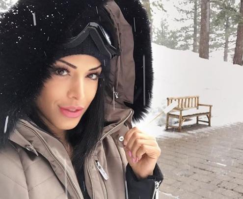"""مايا خليفة رقم 2.. """"شاهد"""" ممثلة شهيرة من أصول عربية تخلع ثوب الحشمة وتقتحم عالم الإباحية: """"وصلني عرض مغرٍ"""""""