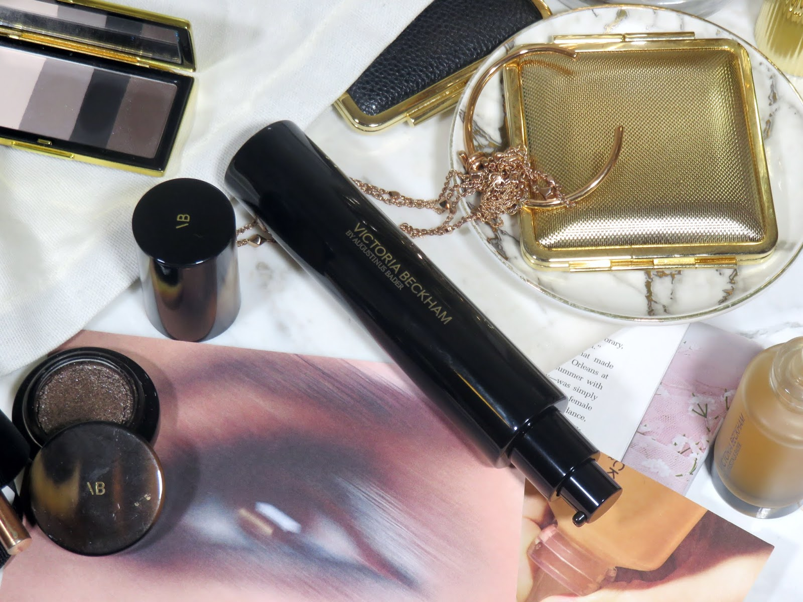 Victoria Beckham Beauty Cell Rejuvenating Priming Moisturizer in Golden Hour Review and Swatches
