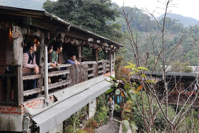 IMG 4853 - 【苗栗景點】苗栗深山秘境,被山林環繞的餐廳『山行玫瑰』到這裡可以放鬆心情,享受芬多精,春天還是賞櫻秘境!!