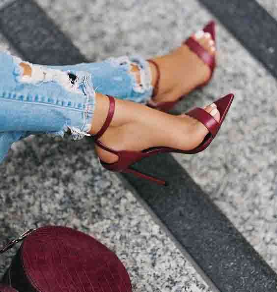 Sandália bico folha