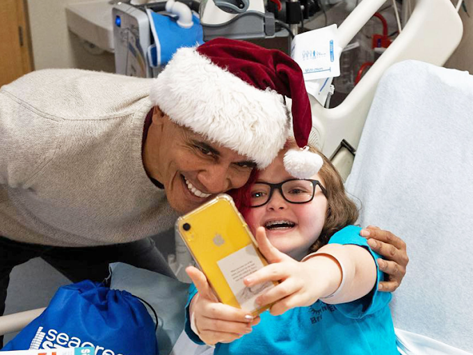Barack Obama made a surprise visit to a children's hospital and gave out gifts to kids