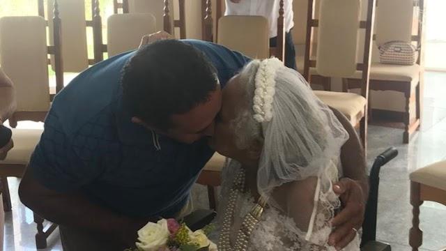Idosa com câncer terminal se casa em capela de hospital após 23 anos de união com o marido