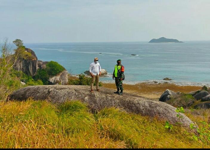 Babinsa Kelurahan Ranai Kota, Bersama Lurah Tinjau Wisata Tanjung Senubing