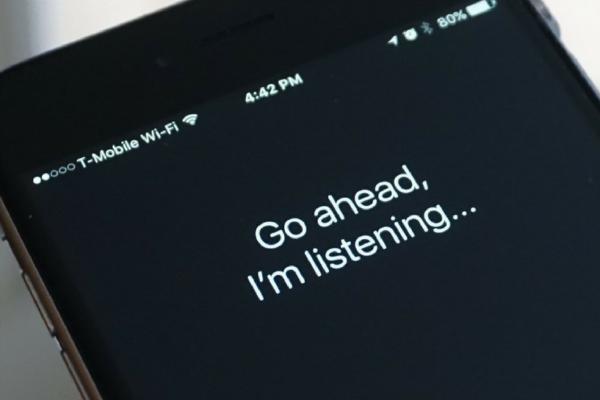 اتهامات لشركة آبل بالاستماع إلى محادثات المستخدمين على سيري